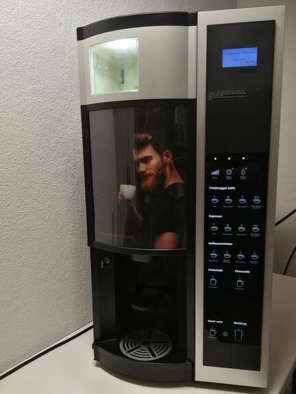 Lej en renoveret Wittenborg FB7100 Plus kaffeautomat uden lange bindings perioder