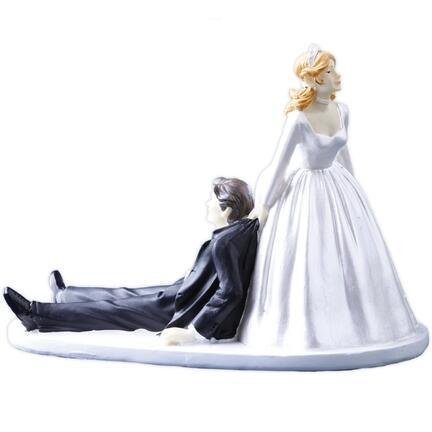 Brudepar, brud trækker gom